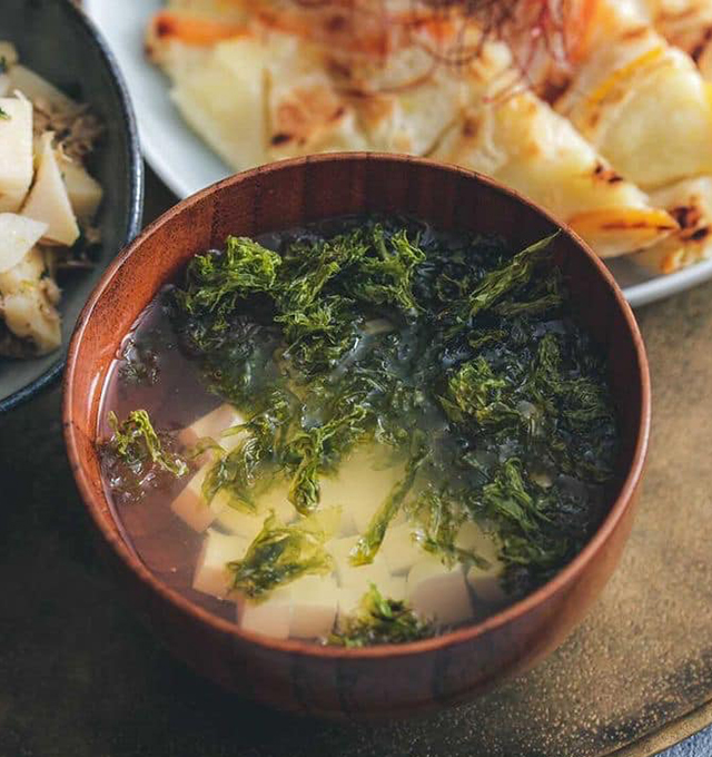 豆腐と海藻のたけのこ出汁スープ